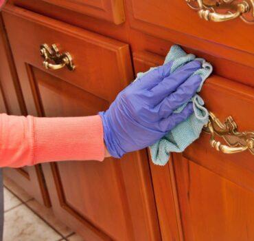 Πως να καθαρίσετετα ξύλινα έπιπλα