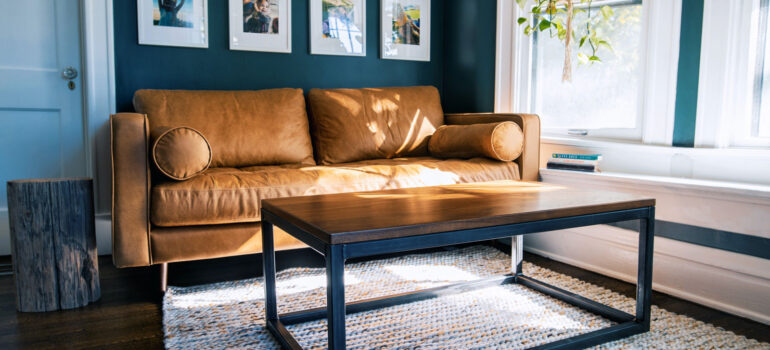 Πώς να επιλέξετε τονσωστό καναπέ για τουπάρχον τραπεζάκι σας
